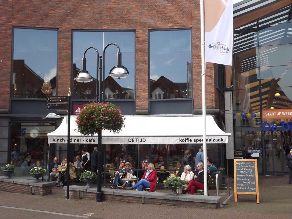 Lunchroom de Tijd in Winkelcentrum de Driehoek in Oldenzaal